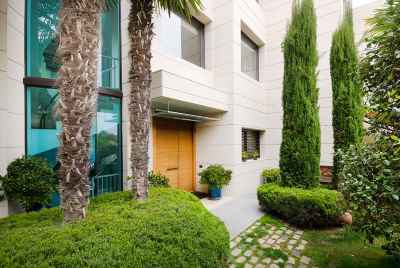 Elegant house with wine cellar in a private estate in Alella, Barcelona